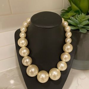 ✨3/$15✨Chunky Pearl Necklace